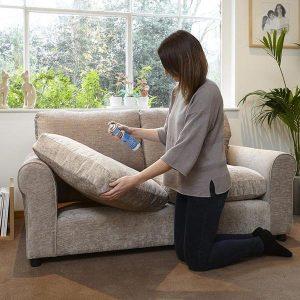 Cách tẩy vết bẩn trên ghế sofa bằng giấm