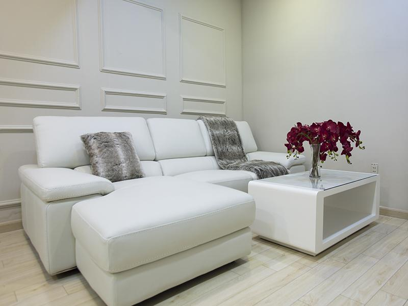 Chọn gam màu sáng đối với sofa cho phòng khách nhỏ gia đình
