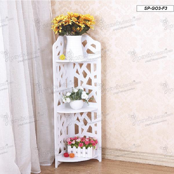 Kệ góc treo tường được cách điệu đáng yêu là nơi trưng bày đồ vật lí tưởng cho phòng ngủ