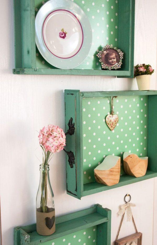 Cách làm mới kệ trang trí cũ để có món đồ nội thất đáng yêu