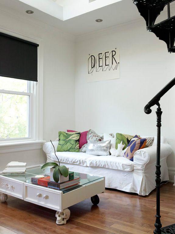 Cách làm mới kệ trang trí cũ để có món đồ nội thất đáng yêu - 287860