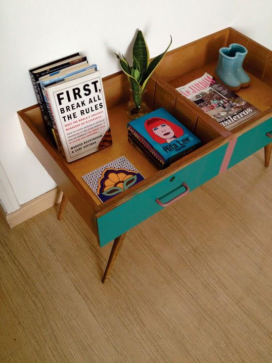 Cách làm mới kệ trang trí cũ để có món đồ nội thất đáng yêu - 287861