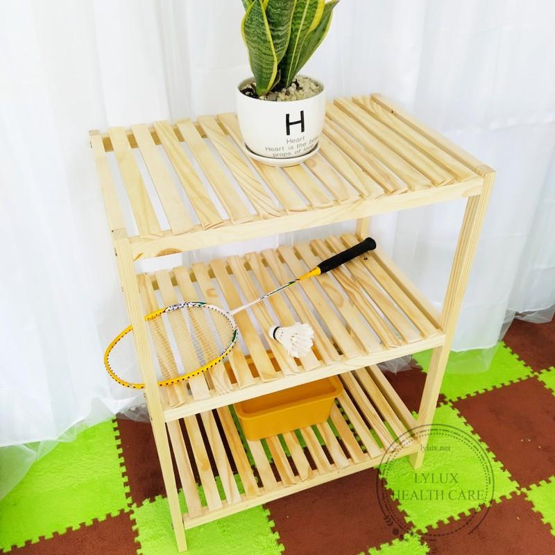 Các mẫu kệ gỗ trang trí 3 tầng đẹp tiện dụng cho phòng khách
